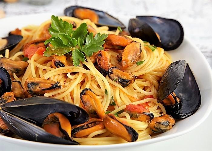 """La ricetta degli spaghetti con le cozze """"alla salentina"""""""