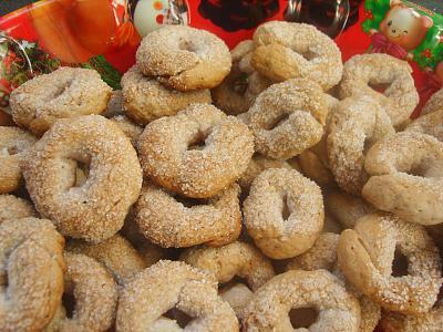 Ricetta Taralli Con Zucchero.Taralli Pugliesi Con Lo Zucchero Ecco La Ricetta E Gli Ingredienti Video Salento