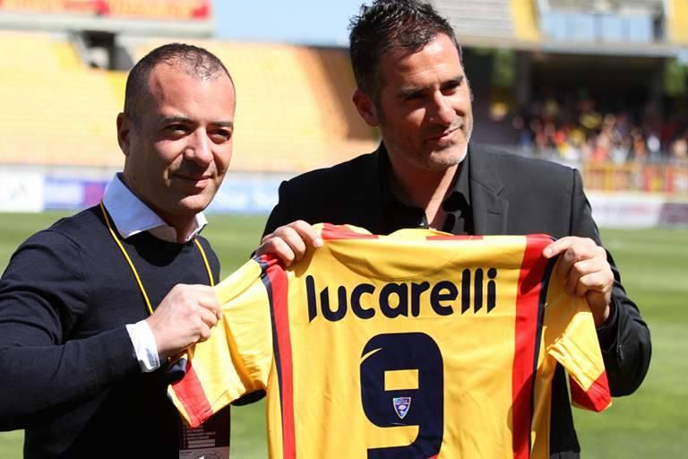 Cristiano Lucarelli in uno dei suoi Gol più belli con la maglia del Lecce