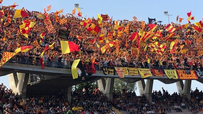 Lecce 2017-2018 finalmente in serie B: la festa dei tifosi, con il bagno in piscina a Piazza Mazzini