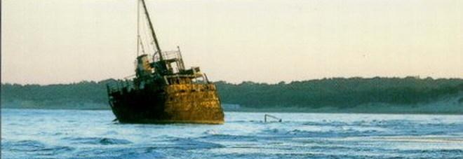 Il relitto dei Laghi Alimini: il Dimitrios, la nave arenata sulla spiaggia di Otranto