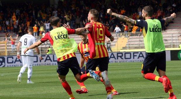Lecce in serie A - stagione 2018 - 2019. Ecco la cavalcata verso il successo, e le interviste a giocatori e dirigenti