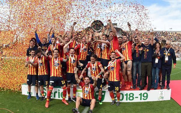 La favola del Lecce che ritorna in Serie A, doppio salto dalla serie C