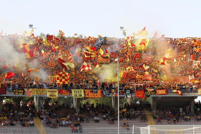 11 maggio 2019 - Tifosi giallorossi in delirio per la promozione del Lecce in serie A