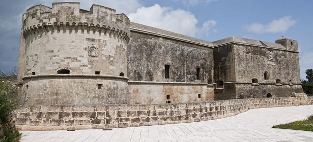 il Castello di Acaya, vicino Lecce: una meravigliosa cittadina fortificata del Salento