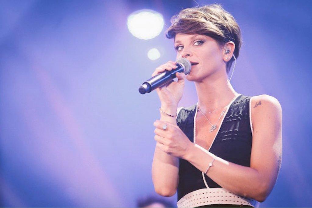 """Alessandra Amoroso canta """"Ferma zitella"""" alla Notte della Taranta 2009"""