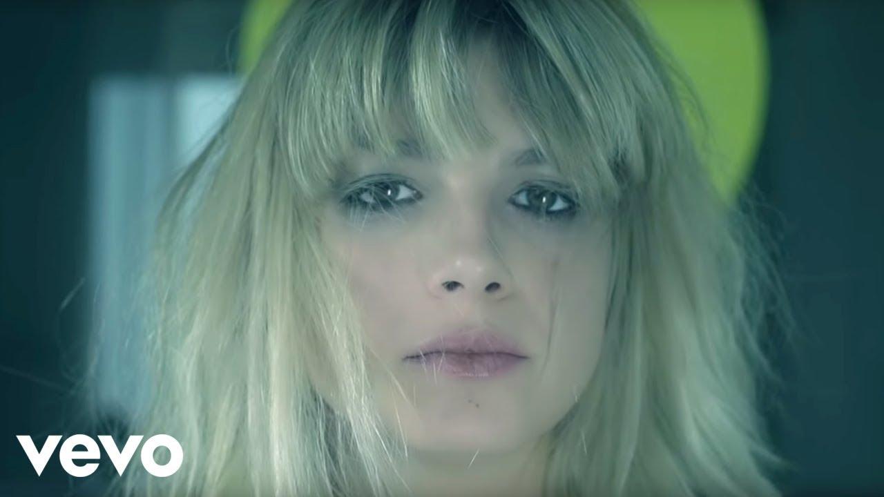 """""""L'Amore Non Mi Basta"""" cantata da Emma Marrone"""