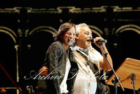 La Notte della Taranta 2004: il concertone con gli ospiti Franco Battiato e Gianna Nannini