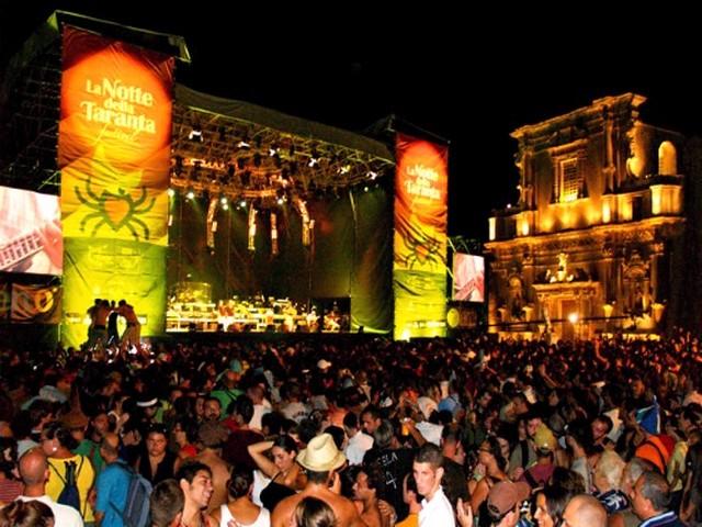 Notte della Taranta 2007: tra gli ospiti Giuliano Sangiorgi e Massimo Ranieri