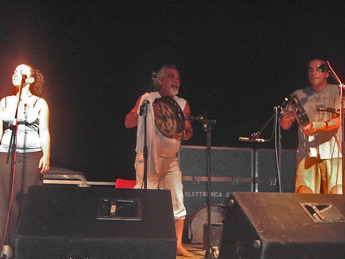 Pino Zimba alla Notte della Taranta 2006
