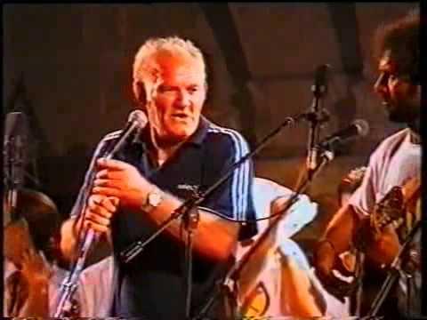 """1998 - Uccio Aloisi canta """"quannu te llai la facce"""" alla Notte della Taranta"""
