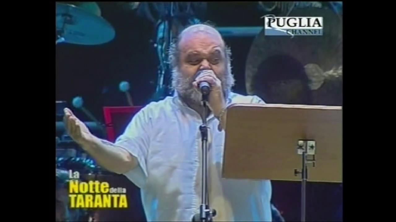"FRANCESCO DI GIACOMO ""Su rrivatu a Sanfrangiscu"" alla Notte della Taranta 2004"