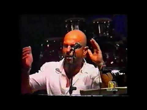 """RAIZ degli Almanegretta canta """"La zitella"""" alla Notte della Taranta 2003"""