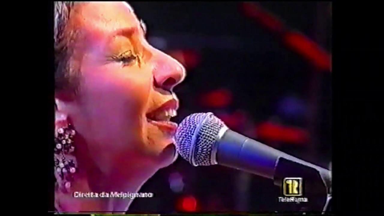 """TERESA DE SIO """"Aremu"""" - Notte della Taranta 2003"""