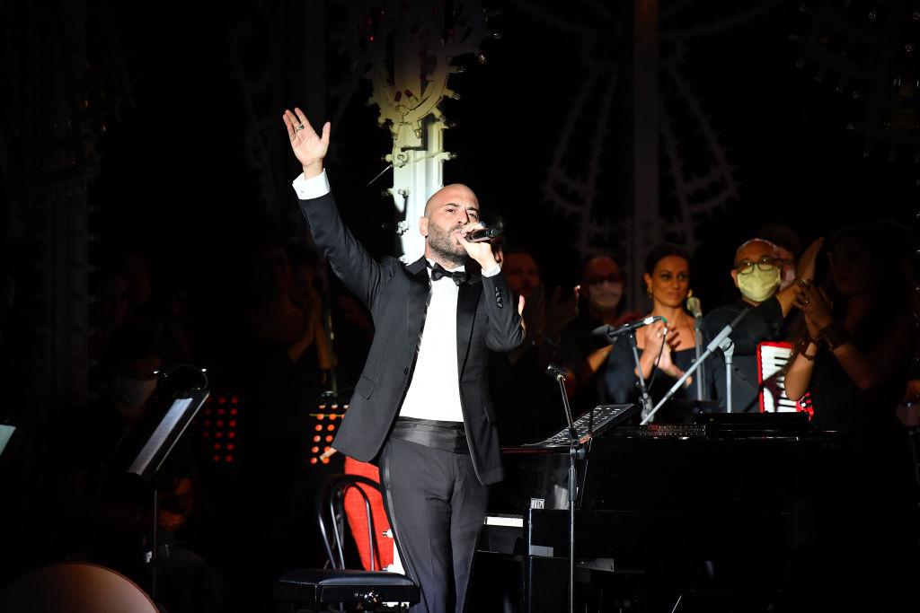 """Giuliano Sangiorgi canta """"Lu Rusciu te lu mare"""" nella magica notte di Dior a Lecce"""