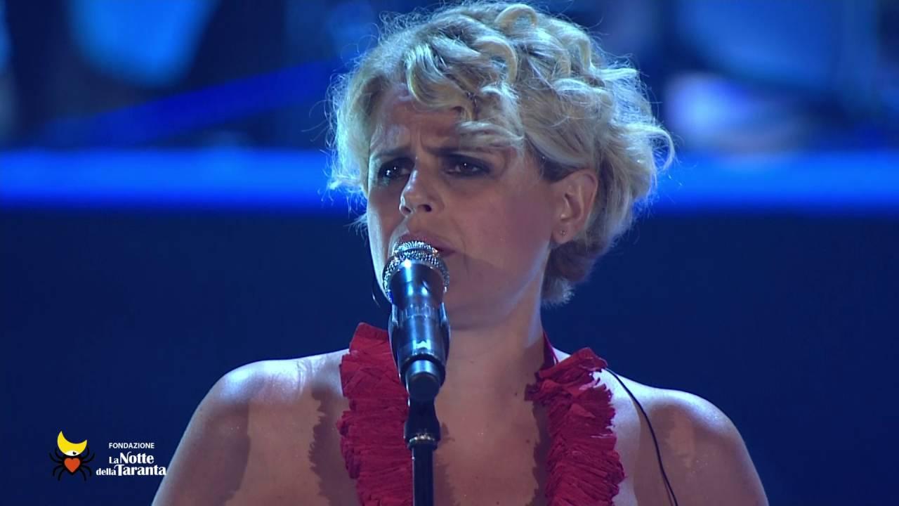 "Tosca canta ""giurnu de venerdia"" alla Notte della Taranta 2016"