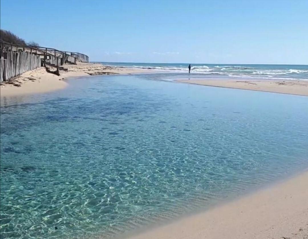 Il fiume Chidro e la sua spiaggia a San Pietro in bevagna